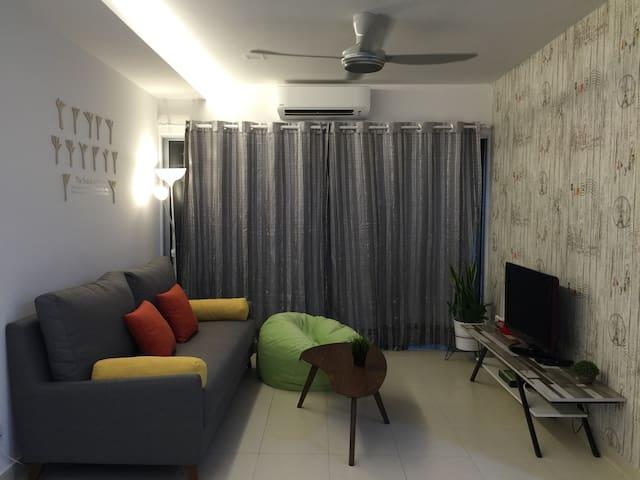 Family Friendly 3 Rooms Apartment ~ New - Setia Alam, Shah Alam  - Lägenhet