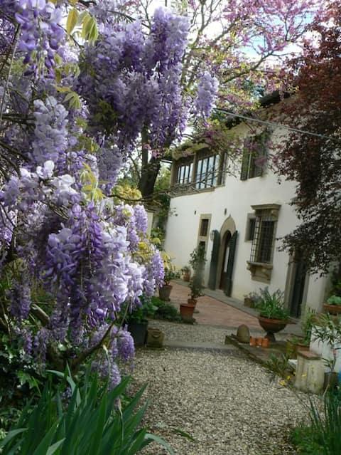 Beautiful appartment in XV Villa on Via degli Dei
