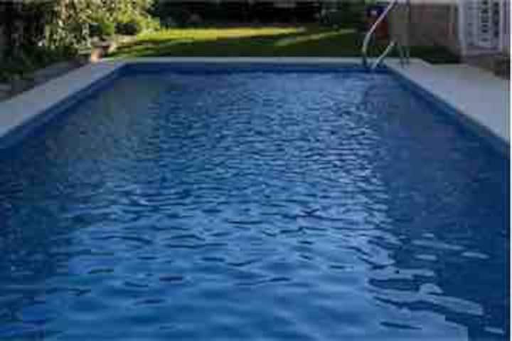 Chalet independiente  piscina agua salada y Jardin