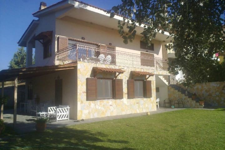 Villa Vivima ideal for big families - Ierissos - Hus