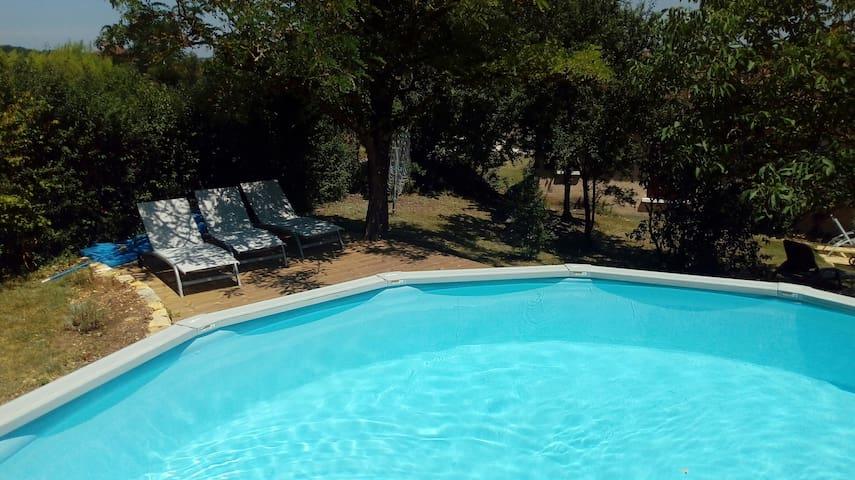 Maison avec piscine a 16km de sarlat