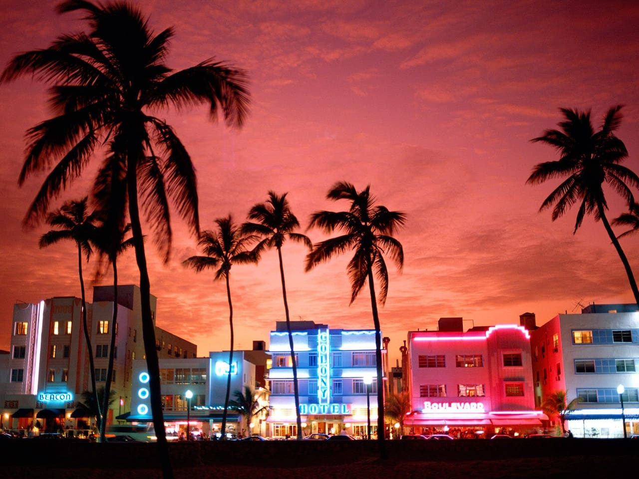 5 min walking from Ocean Drive and beach