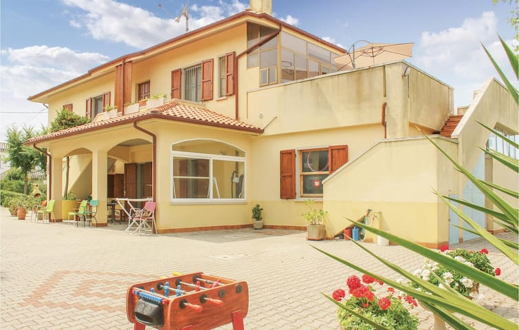 Holiday apartment with 1 bedroom on 50m² in San Costanzo (PU)