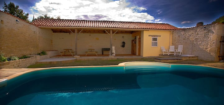 Rural gite with pool, bikes, games