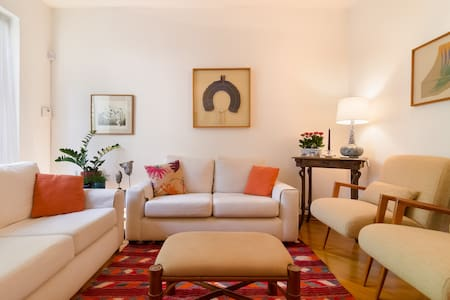 Bright single room, warm welcome