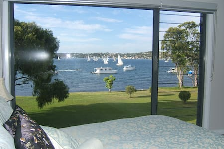 Wangi Sails Bed & Breakfast - Bed & Breakfast
