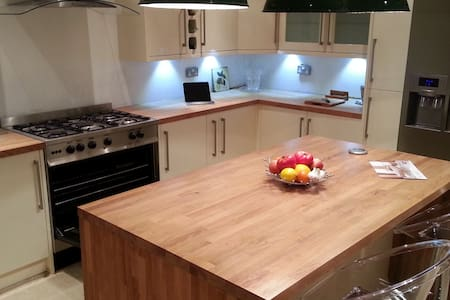 Character Cottage with Modern Twist - Mirfield - 独立屋