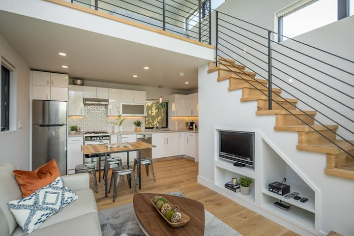 Modern Luxury Cottage, walk to Bart & Caltrain!