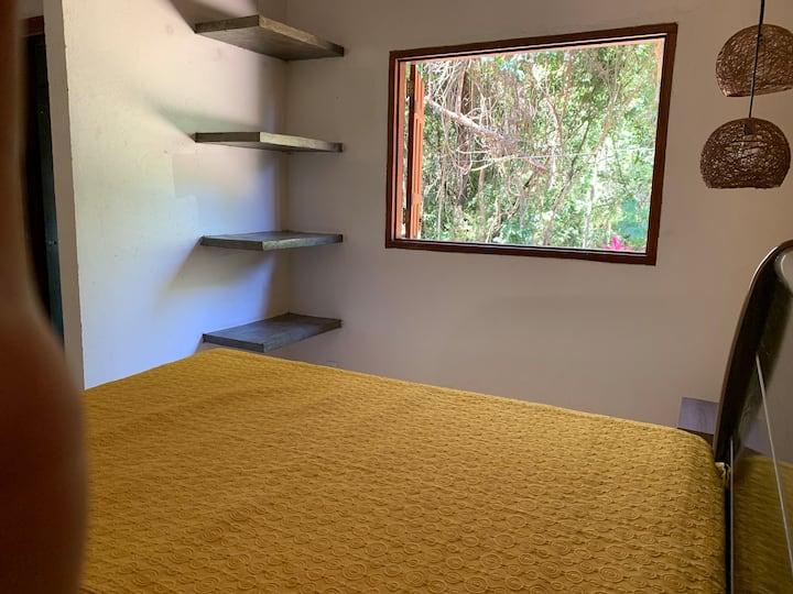 O CHÃO-PALO SANTO - suíte com varanda privativa