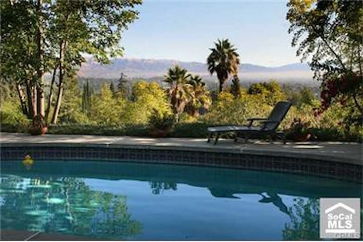 WELL LOCATED HOUSE , GREAT ENTERTAINING BACKYARD - Los Angeles - Huis
