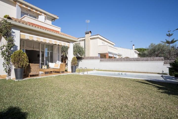 Elegante villa en Calafell con piscina