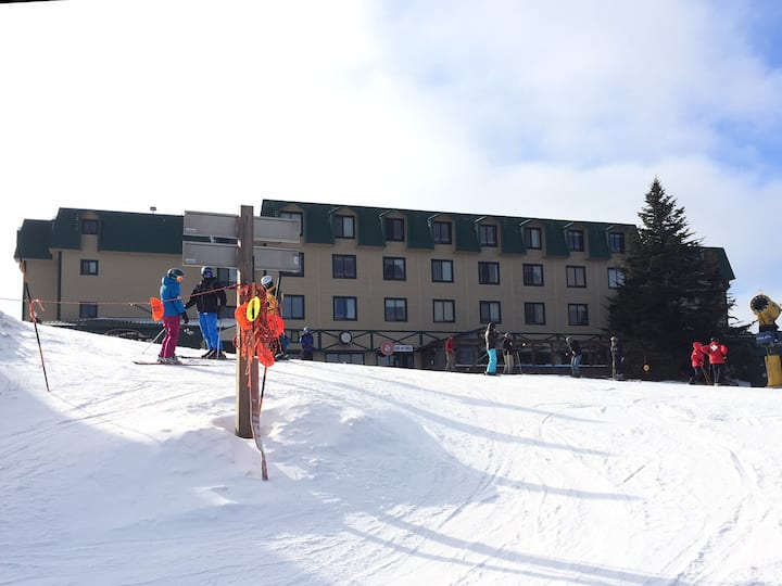 Ski in/Ski out, 1BR, Sleeps 6