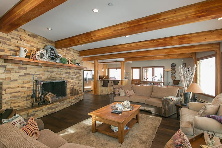Big White Executive Home, Ski In/Out 5 Bd/4Ba - Beaverdell - Huis