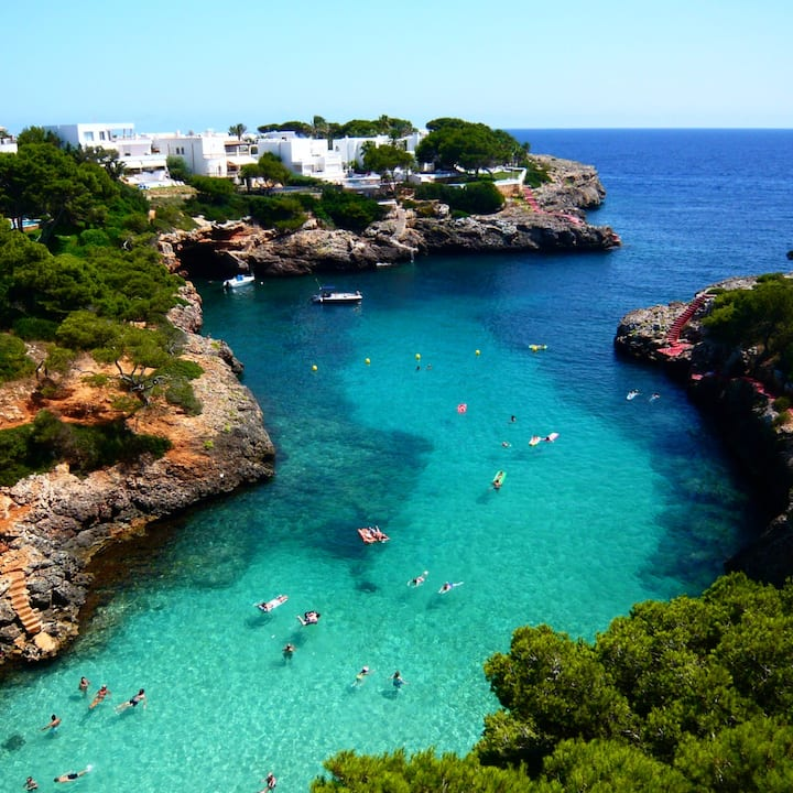 Come to Cala D'Or and chill out