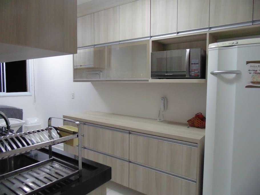 Cozinha com lavanderia conjugado