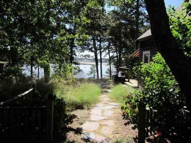 Cape cod waterfront cottage case in affitto a wellfleet for Planimetrie delle case in stile cape cod