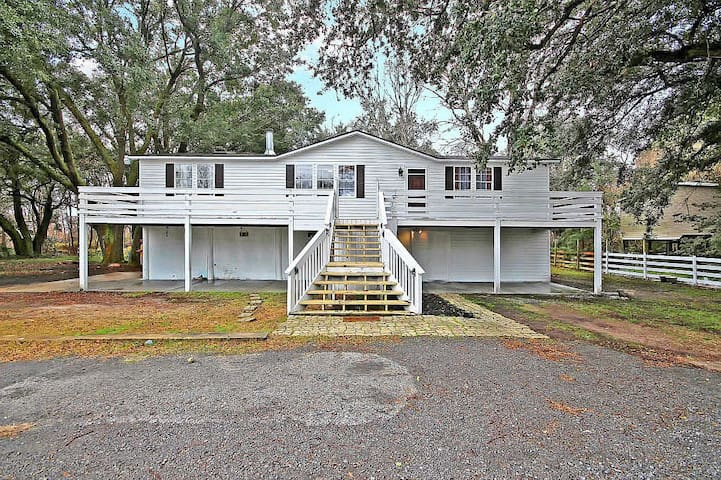 Charming & Spacious 3/2 Cottage in Mt. Pleasant