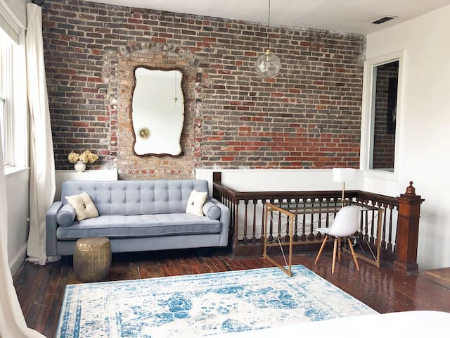Exquisite Downtown Loft with King Bed