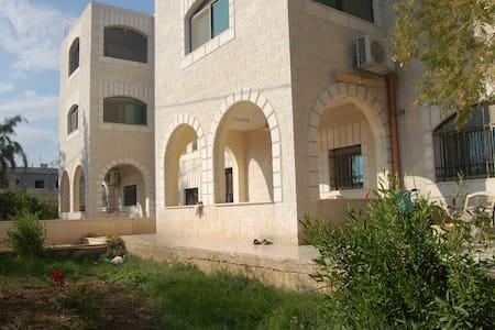 Jericho Waleeds hostl . Mix Dorms ,3minuts City Cr - Jericho - Χόστελ