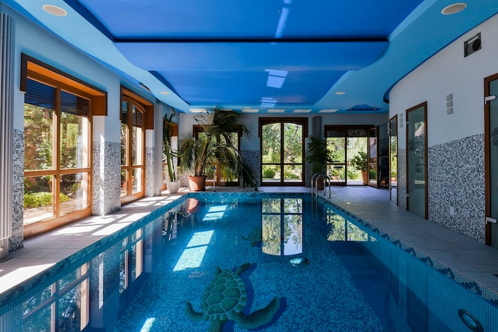 Lux Villa -Swimming pool-Tennis court-Home cinema