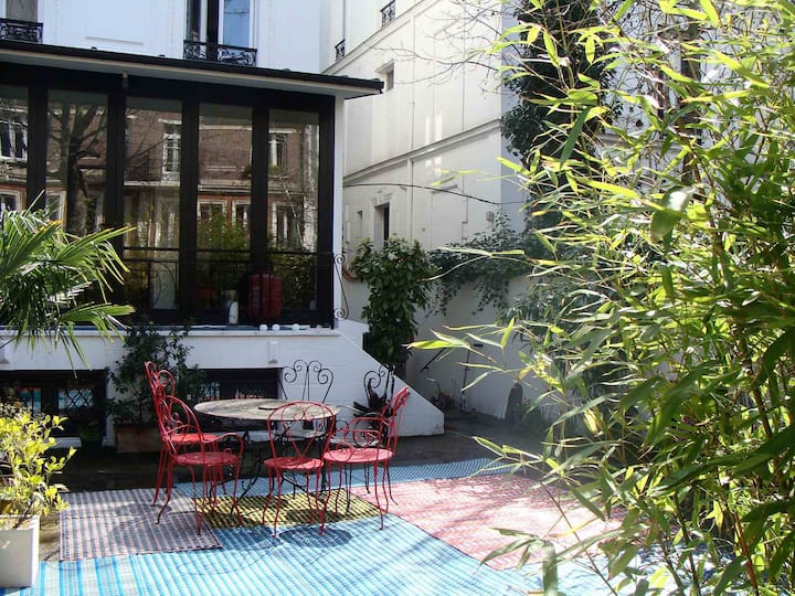 Real charming house in Paris