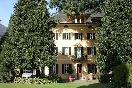 Apartment in Villa mit Pool  - Lenno - วิลล่า