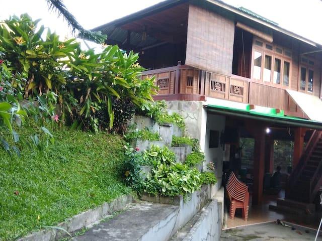 Rumah Adat Minahasa(Spacious Villa)