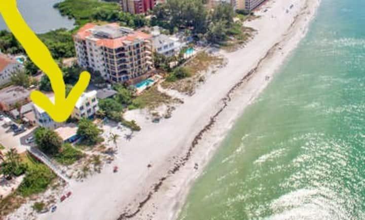 BEACH OPEN*Beachfrt 2BR BUNGALOW*POOL*PETS