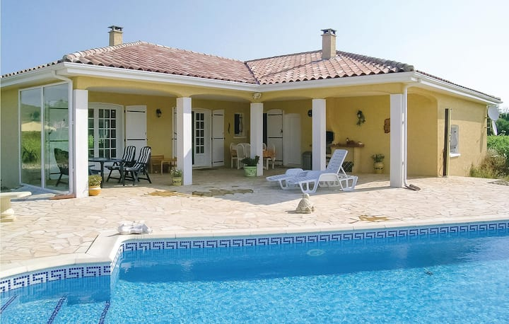 Beautiful home in Argeliers with Outdoor swimming pool, WiFi and 3 Bedrooms