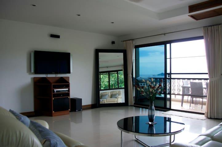 Living room with balcony nice Seaview