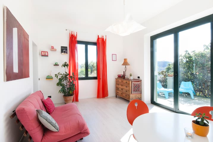 1Bedroom flat+sunny big terrace+bikes+pvt parking - Maslianico - Huoneisto