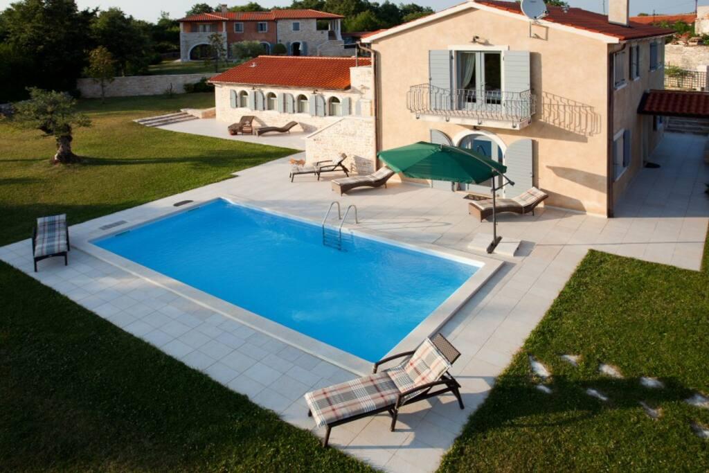 Luxurious 4 bedroom villa rustica villen zur miete in for Villas rusticas