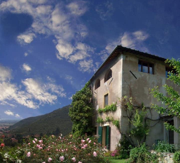luminosa villa con grande giardino