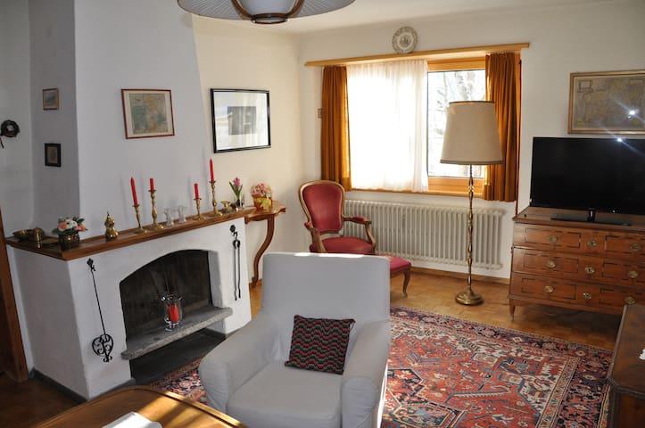 Engadiner Wohnung im Patrizierhaus - Zuoz - Apartment
