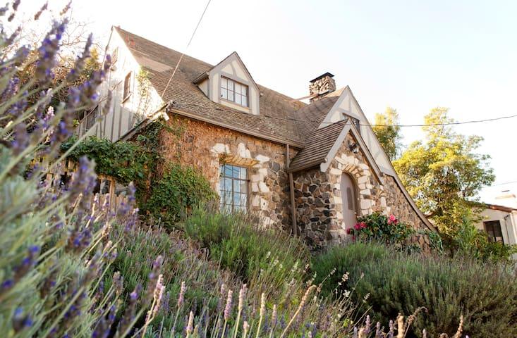 Unique North Berkeley 3br 2ba House - Berkeley - House