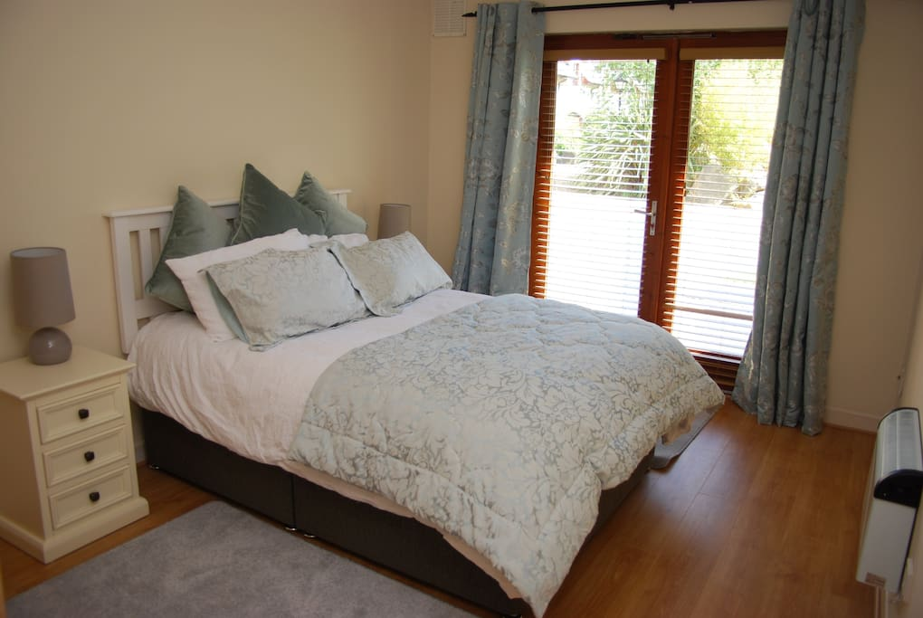 Master bedroom (with en suite)