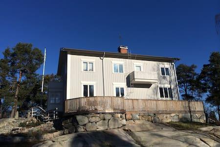 Charming villa 15min from Stockholm - Danderyd - 獨棟