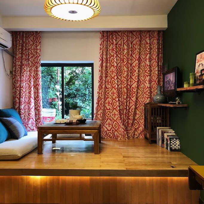 客厅,2米*3米超大榻榻米休闲区