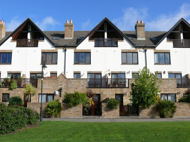 Fabulous Malahide Marina Apartment