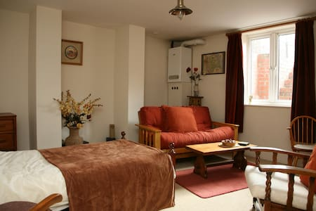 Characterful and cosy basement flat. 2 Bedrooms - Leeds - Apartmen