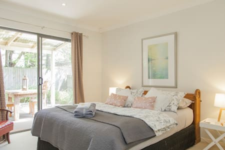 Beautiful private yet close to CBD - Ascot - Bed & Breakfast