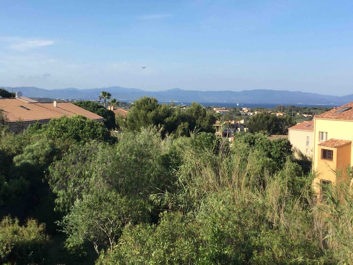 Agréable t2 de 34 M2 vue mer,jardin,collines.
