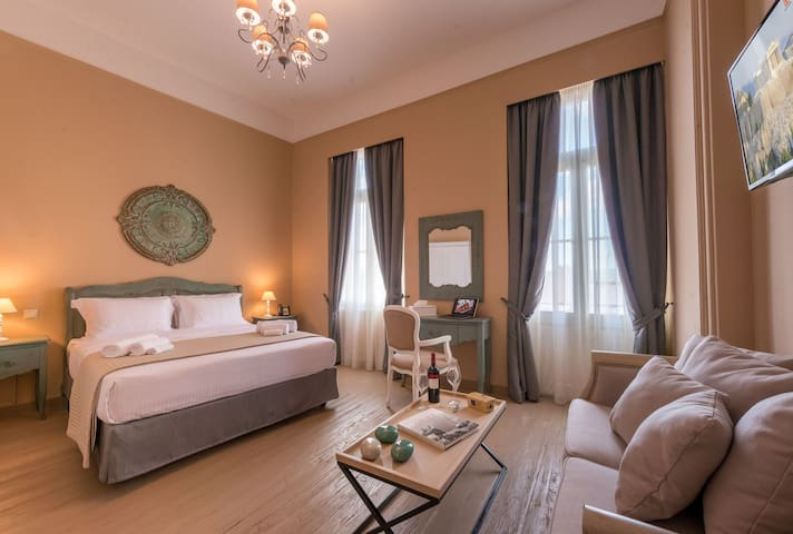 Deluxe Suite with Balcony | Acropolis View