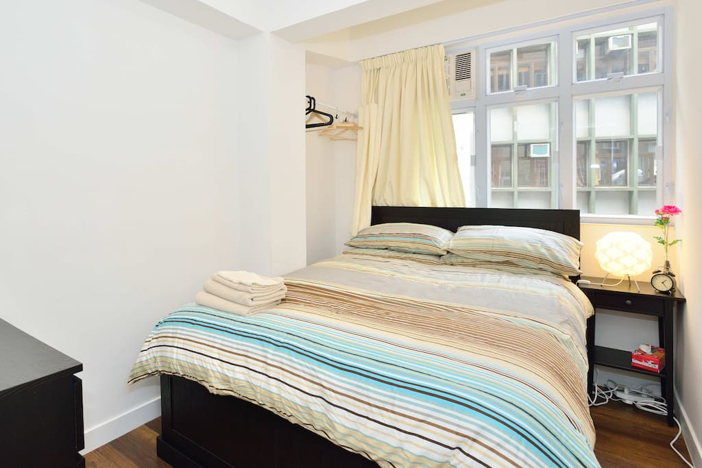 1 Queen bed with fresh sheets, blanket and pillows provide  (160cm by 200cm)
