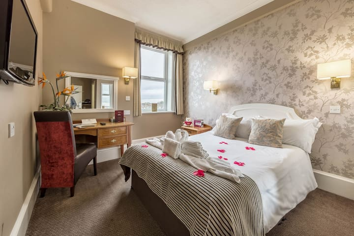 Cosy Compact Double Room