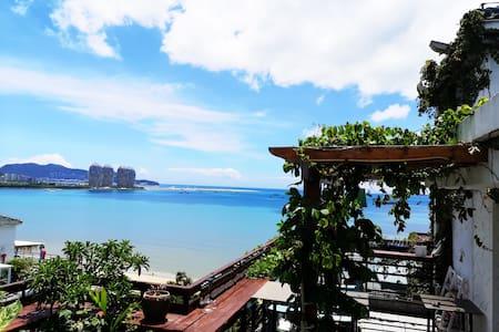 三亚湾椰梦长廊海边高层飘窗大床房一室0厅海月广场近海步行一分钟到海边