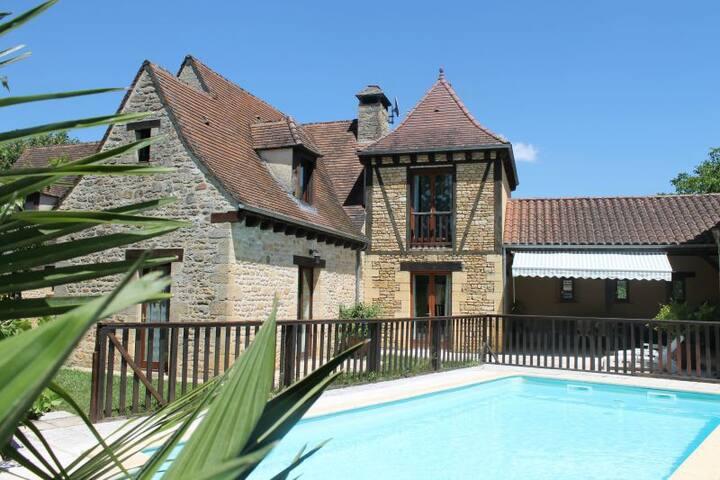 Villa en pierre avec piscine proche de Sarlat