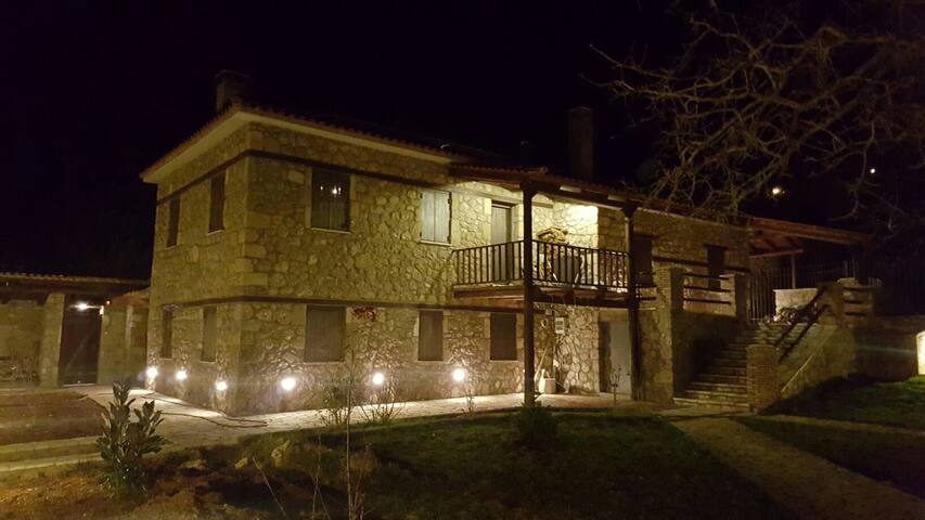 Beautiful traditional stone mansion - Karia - Appartement
