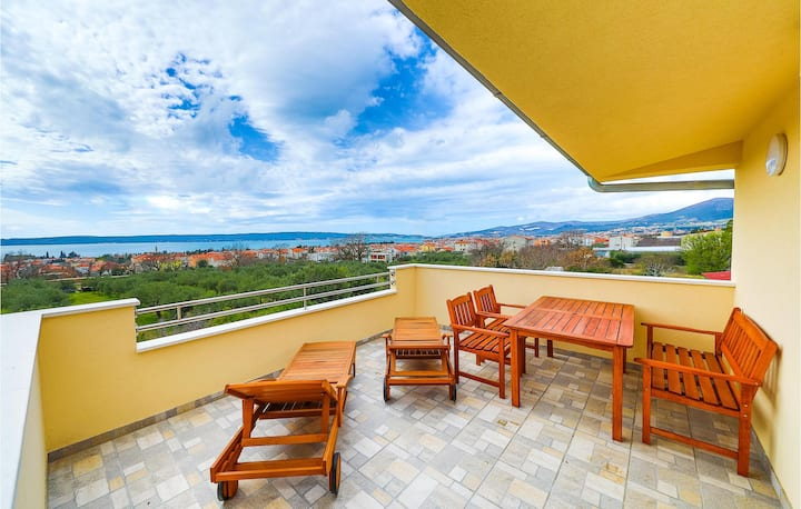 Holiday apartment with 1 bedroom on 73m² in Kastel Luksic