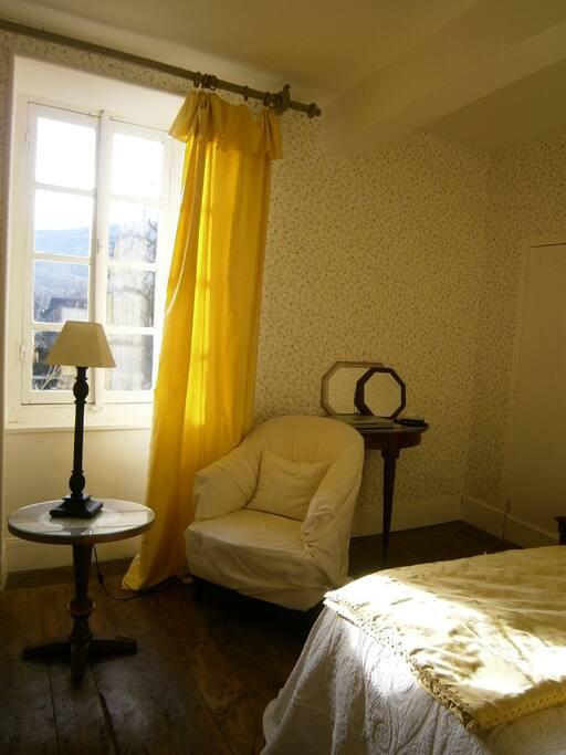 Votre chambre/la fenêtre